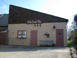 Salle Saint-Eloi, dans le village de Becco