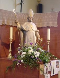 Statue de saint Eloi dans l'église de Becco