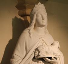 Sainte Agnès tient un agneau, symbole de pureté